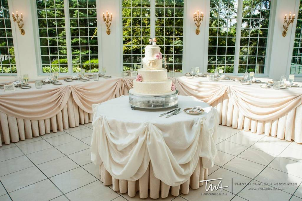 wedding places with wedding cake packages