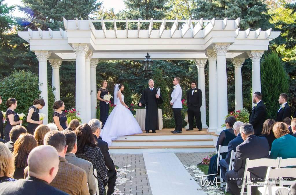 Outdoor Wedding Venue Vs. Indoor Wedding Venue
